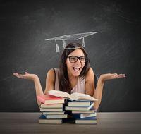 Grafik Ausbildung Frau mit Büchern